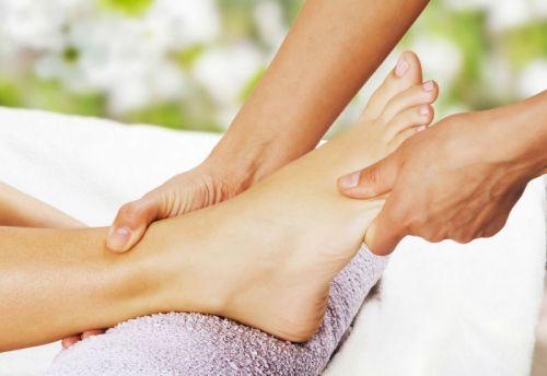 Почему сводит сустав большого пальца на ноге при плава растяжение локтевого сустава детей