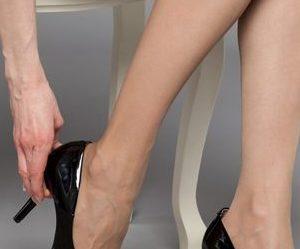 Οι περισσότεροι ασθενείς έρχονται στον γιατρό με παράπονα για πόνο και  πρήξιμο των ποδιών.. Αυτά τα συμπτώματα είναι χαρακτηριστικά του 2ου  σταδίου των ... 317dee02b9c